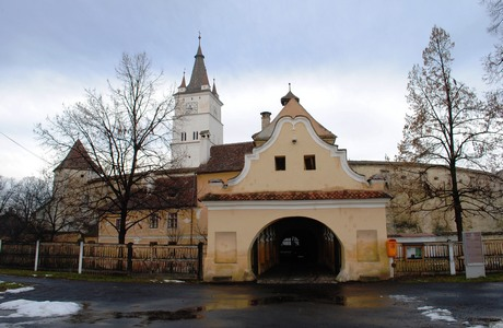 biserica-fortificata-harman-poarta_MICA