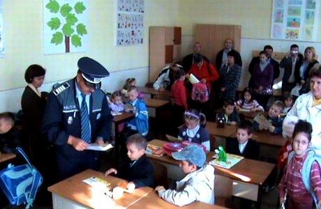politist-la-scoala