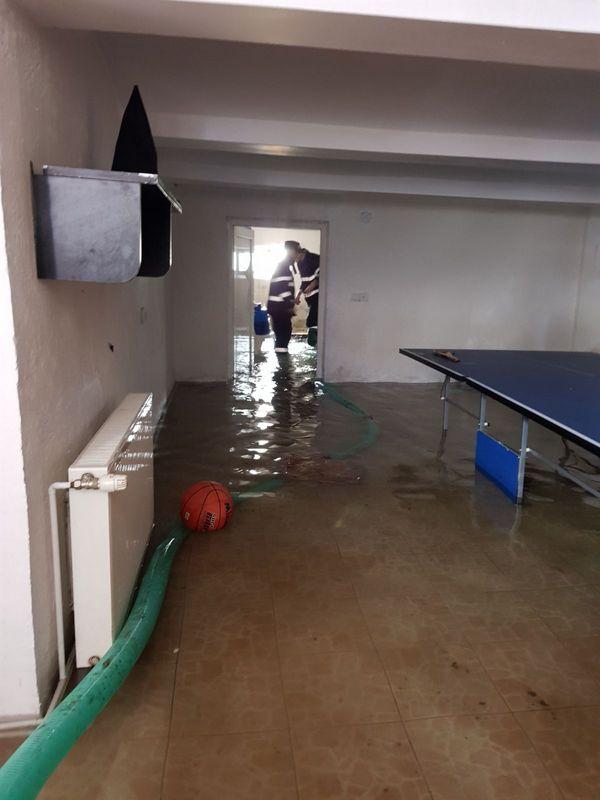 SVSU_inundatii_scoaterea apei2