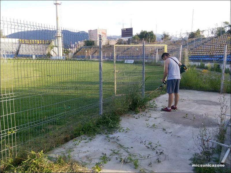 suporteri stadion curatenie3
