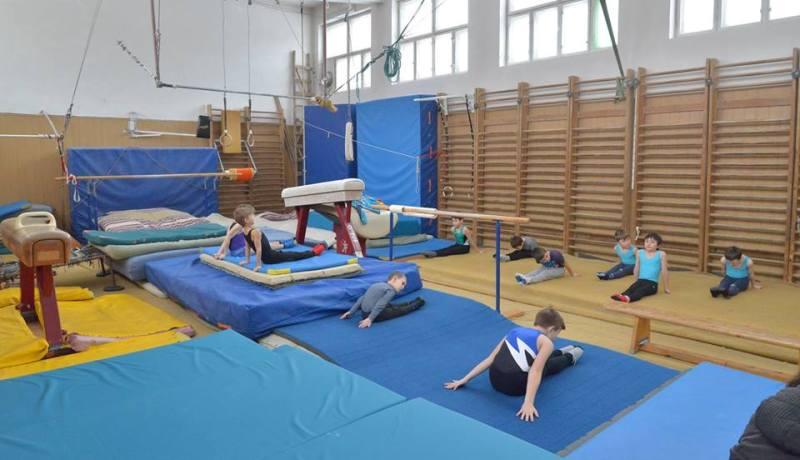 Construirea noii săli de sport de la Școala gimnazială nr. 2 a fost scoasă la licitație. Investiția costă peste 15 milioane de lei și se face în 14 luni