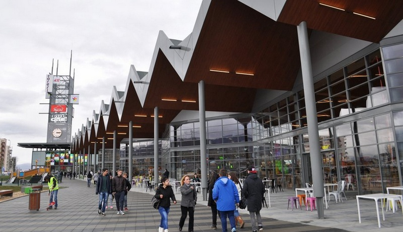 mall_coresi_exterior
